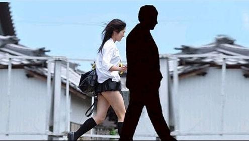 日本少女陪大叔散步 很黄很暴力