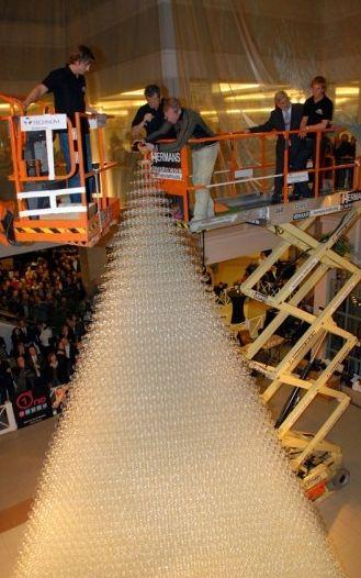 世界最高的玻璃酒杯金字塔