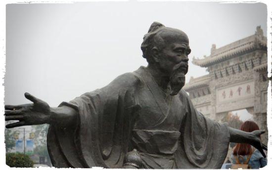 华佗和他的五禽戏,是亳州的符号之一.