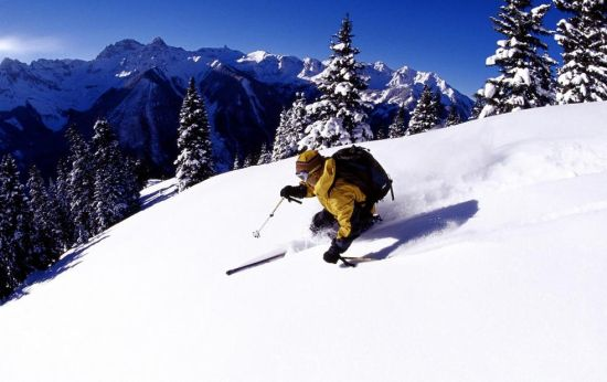 冬天必玩项目 去新西兰刺激滑雪