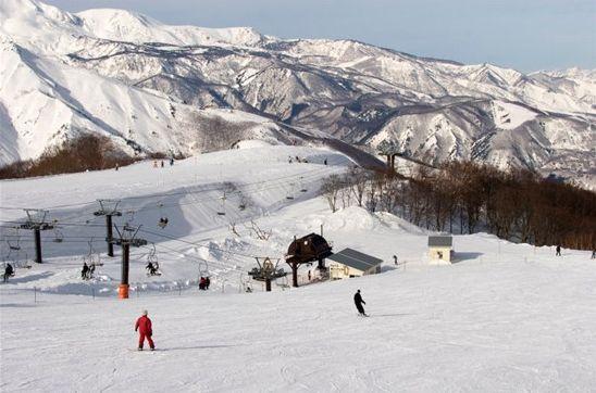 高山斜坡滑雪