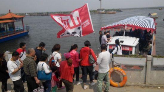 吃饱后,坐船入淀,欣赏白洋淀的美景去喽