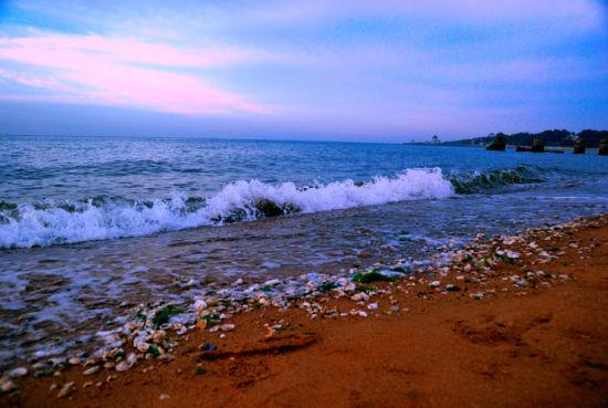 葫芦岛 海滨避暑胜地   葫芦岛地处辽宁西南,是三面临海的海滨之