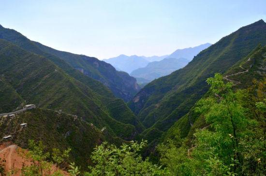 中国 陕西 正文    山阳县天蓬山寨位于杨地镇韦家垭村向南2公里的银