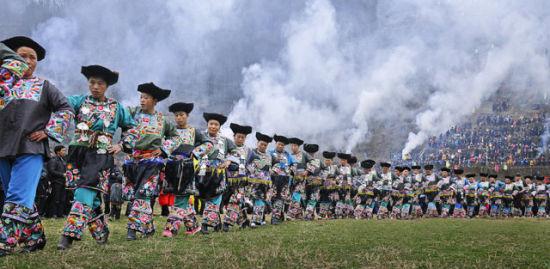 中国 湖南省 正文    苗族古歌是苗族人民世代相传的口头叙事古歌
