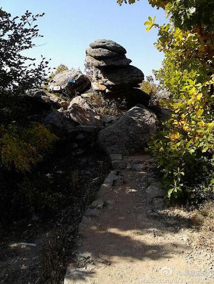 横道河子佛手山 峰顶巨岩有如佛手状高清图片