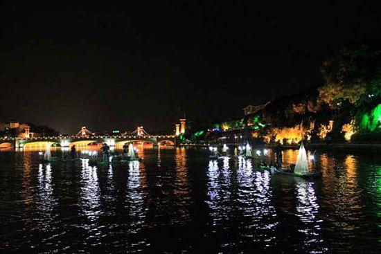 两江四湖的夜色之美 图片来源:轩轩的宣言(新浪微博)