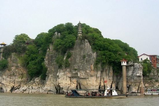 石钟山一侧 (图片来源:lyqigai)
