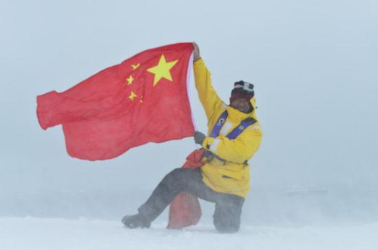 中国国旗在南极肆意飘扬