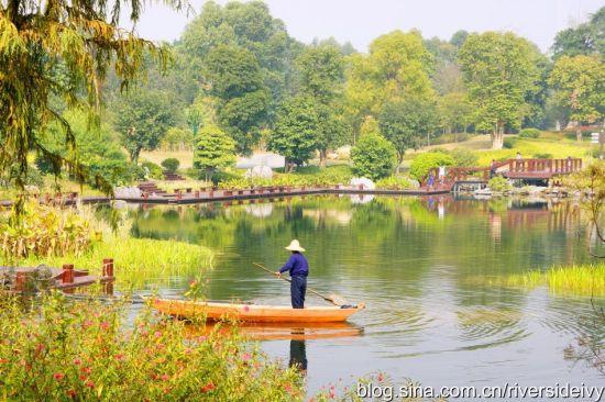 绿心湖边 作者:青青河边草riversideivy 图片来源:新浪博客