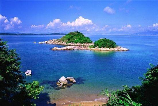 岳阳    君山岛   君山,古称洞庭山,湘山,是八百里洞庭湖中的一个小岛