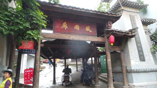 风雨廊-家族祠堂里都在打麻将的龙兴古镇