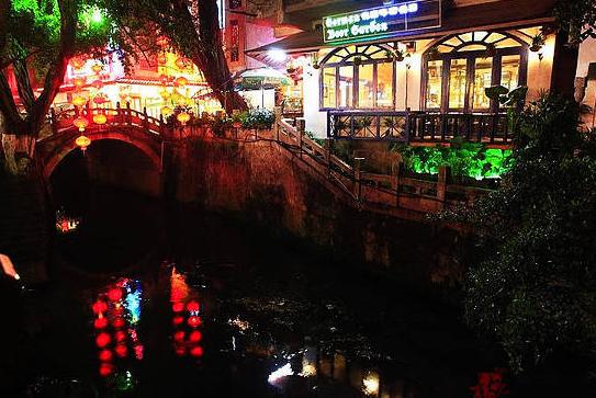 西街的小桥流水景色 图:新浪博主/ 诗然