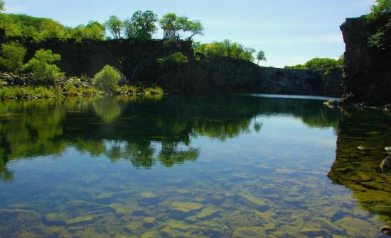 湖水清澈见底(图片来源于网络)
