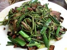 蕨菜炒隔年熏腊肉