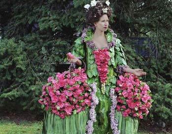 加拿大艺术家用花果叶菜做衣服呼唤环保