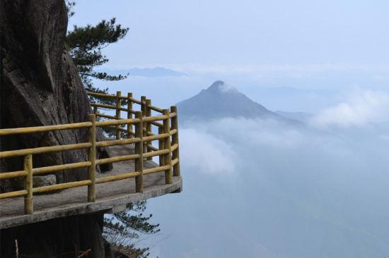 明月山位于全国第一个生态城市宜春市袁州区,是省级风景名胜区,国家级