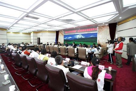 7月14日,高端互动:西藏自治区领导与学生座谈 摄影:汪昊