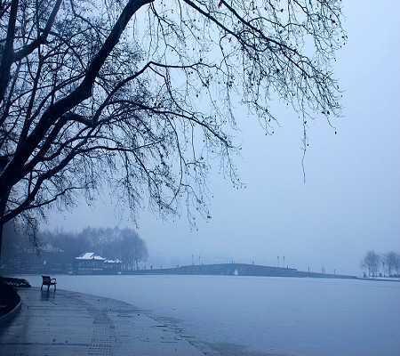 > 杭州市 >  正文    白娘子和许仙缠绵悲怆的爱情故事就是从断桥相会