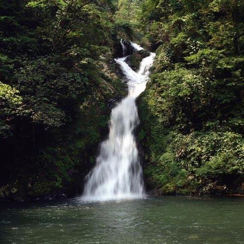 井冈山秀美山涧瀑布