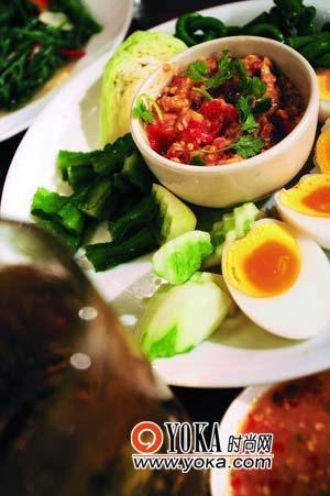 泰国传统的美食口味都是以酸、甜、辣见长。