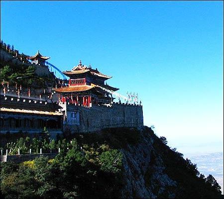 山西绵山是中国清明节的发源地。