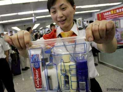 为什么航空公司规定乘客携带的瓶装液体不得超过100ml?