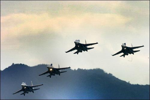 """""""2006俄罗斯空军特技飞行表演活动""""在天门山隆重举行"""