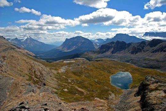 作为加拿大历史最悠久的国家公园,班芙优美的湖光山色、崖壁冰河构成了北美独一无二风景线。