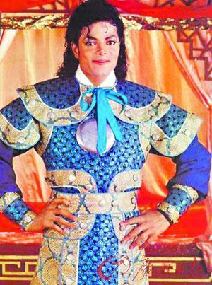"""杰克逊穿上""""龙袍""""的照片近日曝光"""