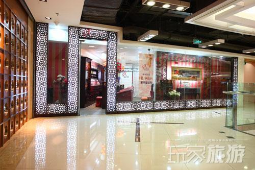 设计感十足的店铺众多,汇聚成新中关时尚的风景。