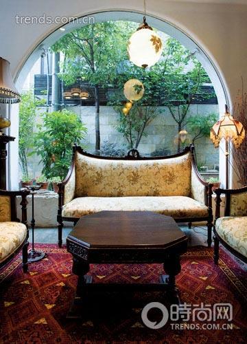 每个房间设计不同,成功地融合了东西方怀旧复古风格,