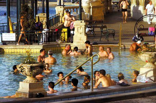 匈牙利是欧洲温泉资源最丰富的国家,布达佩斯也是世界上拥有温泉最多的首都
