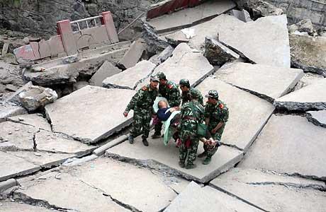 美国《时代》周刊2008年度10佳照片中有关四川地震的图片