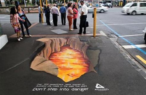 组图:创意交通安全公益广告 人行横道最安全