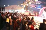 众多观众参与摇滚狂欢日