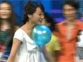 众美女酥胸顶气球