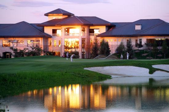 正文    伯爵园高尔夫俱乐部是纯会员制俱乐部,位于北京市通州区宋庄