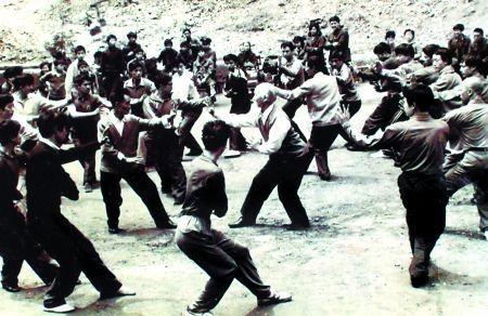 80年代,吕紫剑老人带弟子练八卦掌