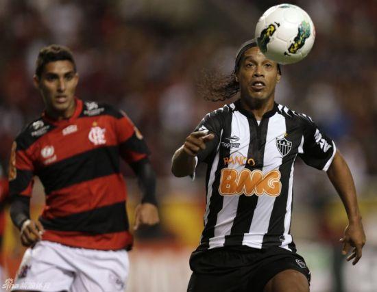 """小罗回到巴西联赛,大家熟悉的那个""""大板牙""""又回来了"""