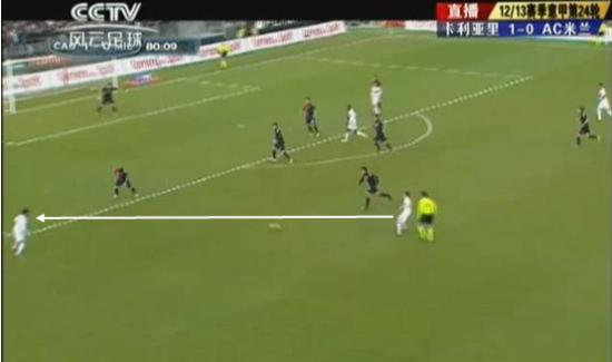 图13 博扬传球给罗比尼奥