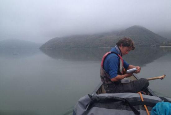 英国大学生划独木舟游历10国横跨欧洲。