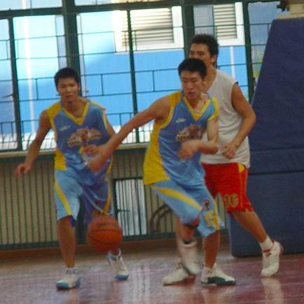 孙悦老照片代表新浪狮比赛。
