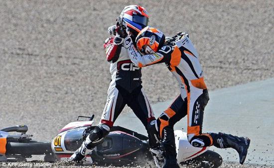德国摩托车大奖赛车手赛间互相殴打引混乱