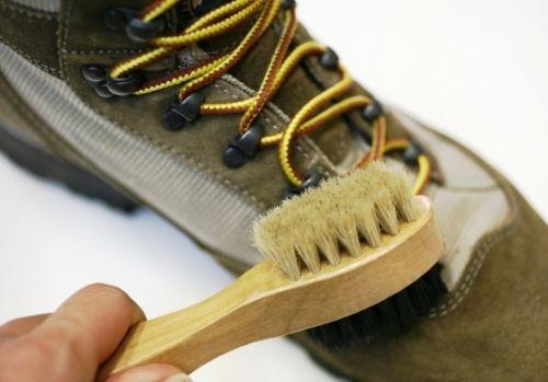 户外知识:如何清洁保养登山鞋。