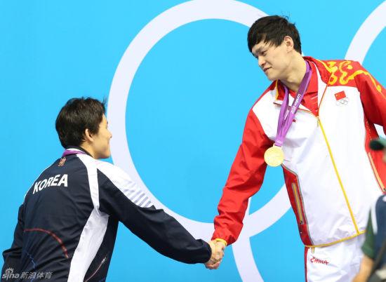 奥运400米自由泳朴泰桓祝贺孙杨