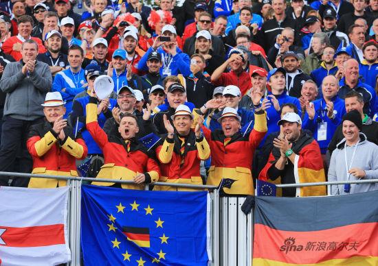 这上衣很德国,运用的都是德国国旗的团。德国人来加油了,凯梅尔表现真不错啊。