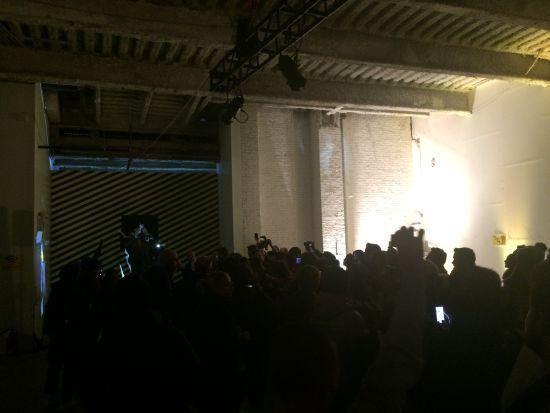 """Yohan Blake、David Villa、Sammy Watkins和Wison Kipsang等,在追光下,鱼贯跑步入场。他们一头扎进""""南墙"""",这时我们才发现,原来那是一堵纸墙。"""