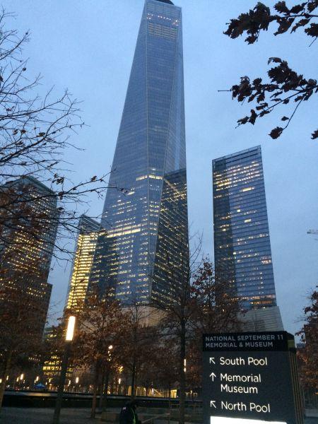 新世贸大厦不同,它是911悲剧之后,在世贸双子座遗址旁边重新建立起来的地标建筑,表达的是,正义不怕邪恶。