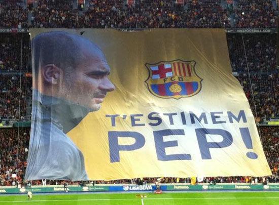 瓜帅诺坎普末了一战 球场球迷高举巨幅画像.jpg